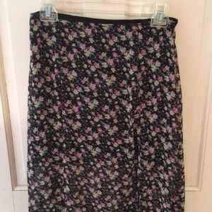 Gorgeous Nollie floral skirt with bottom slit